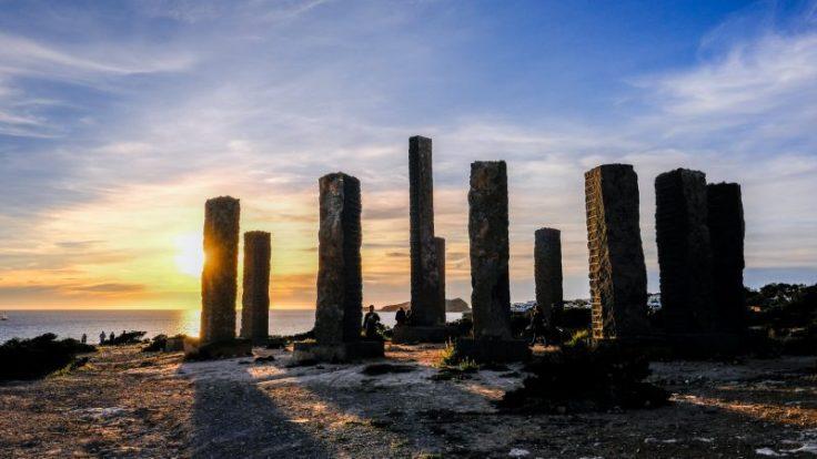 Stonenhnge a ibiza: il monumento al sole vicino all'isola di Es Vedrà